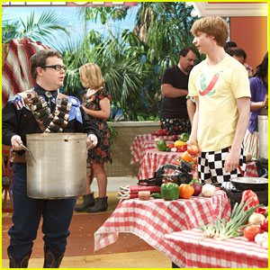 Calum Worthy: Chili Cook Off on 'Austin & Ally'