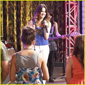 Will Laura Marano Get That Record Deal on 'Austin & Ally'?