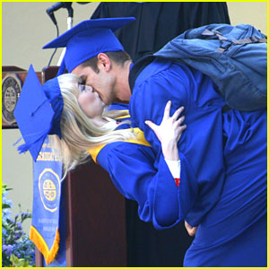 Emma Stone & Andrew Garfield: Graduation Kisses!