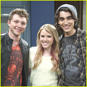 Taylor Spreitler Gets Kisses from Sterling Knight & Blake Michael!