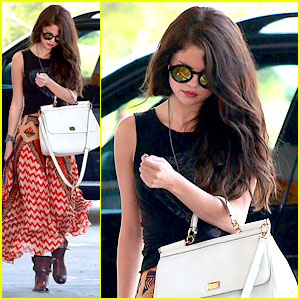 Selena Gomez: Beauty Salon Stop