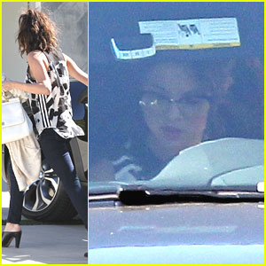 Selena Gomez: Saturday Starbucks Stop