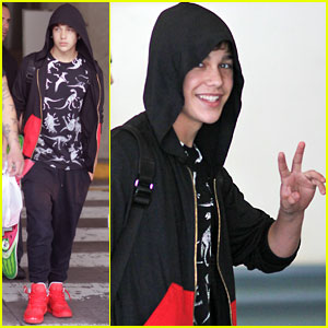 Austin Mahone Arrives in Vancouver!