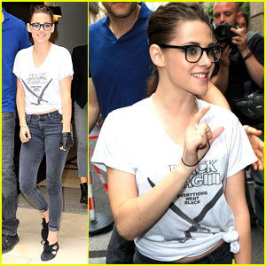 Kristen Stewart Stops for Her French Fans
