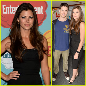 Peyton List & Robbie Amell: 'Tomorrow People' at Comic-Con!