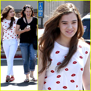 Hailee Steinfeld: Mall Run with Mom Cheri