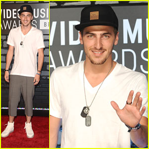 Kendall Schmidt Talks BTR at MTV VMAs 2013