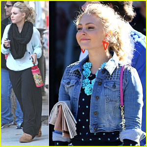 AnnaSophia Robb: Current Events Reader on 'Carrie Diaries' Set