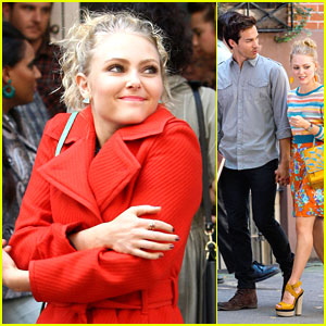 AnnaSophia Robb: Red Coat on 'Carrie Diaries' Set