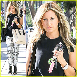 Ashley Tisdale: Alice & Olivia Shopper