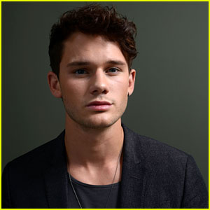 Jeremy Irvine Lands Lead in 'The Reach'