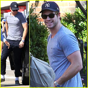 Liam Hemsworth: Yankees Fan in NYC!