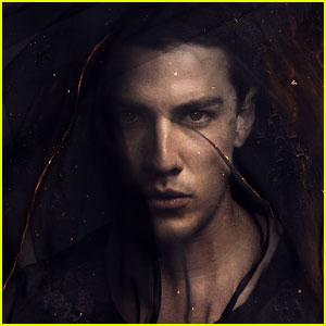 Michael Trevino: New 'Vampire Diaries' Character Pic!