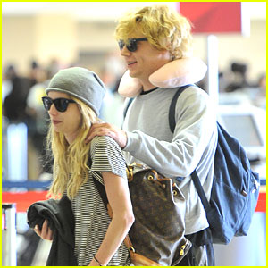 Emma Roberts: Shoulder Rub From Evan Peters