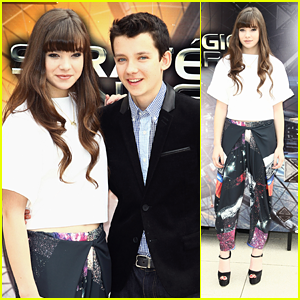 Hailee Steinfeld & Asa Butterfield: 'Ender's Game' Paris Photo Call!