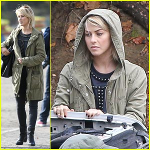 Julianne Hough: Car Trouble in the Park