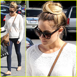 Lauren Conrad: Urban Outfitters Shop Stop