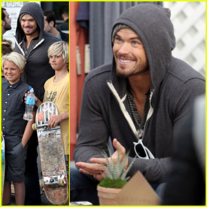 Kellan Lutz: 'Hercules' Cast Volunteers at Animal Rescue