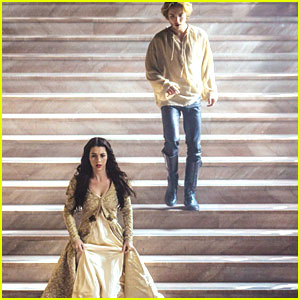 Adelaide Kane & Toby Regbo: 'Reign' Mid-Season Finale Pics!