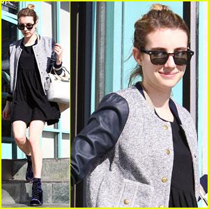 Emma Roberts: Mid-Week Juice Bar Stop!