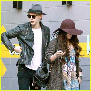 Vanessa Hudgens & Austin Butler: Post-Premiere Lunch Lovers