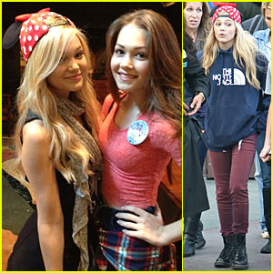 Kelli Berglund And Olivia Holt 2016