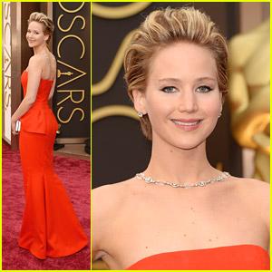 Jennifer Lawrence Slips On Oscars 2014 Red Carpet