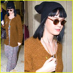 Katy Perry: Fan Photos After Arriving In Sydney