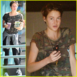 Shailene Woodley Packed Jeans & Flip Flops for the 'Divergent' Premiere