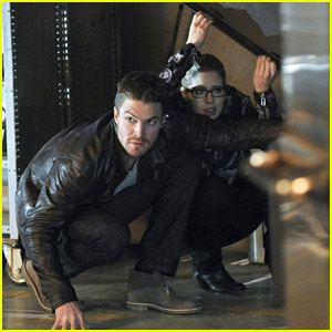 Stephen Amell & Emily Bett Rickards Play Hide & Seek on 'Arrow'