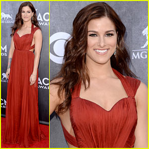 Cassadee Pope Looks Effortlessly Chic on the ACM Awards 2014 Red Carpet