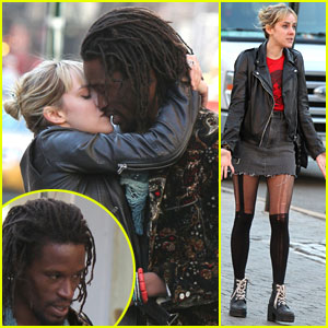 Jena Malone Makes Out on the Streets of NYC