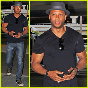 David Ramsey Flies the Skies Before Upcoming Epic 'Arrow' Finale!