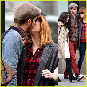 Emma Stone Gets Kisses From Andrew Garfield After Reading Celebrity Mean Tweets