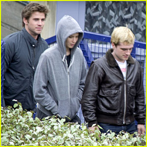 Jennifer Lawrence, Liam Hemsworth, & Josh Hutcherson are a 'Mockingjay' Paris Trio!