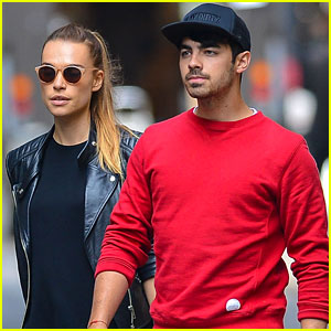 Joe & Kevin Jonas Hold NYC Scavenger Hunt for 'Off the Record' Tickets!