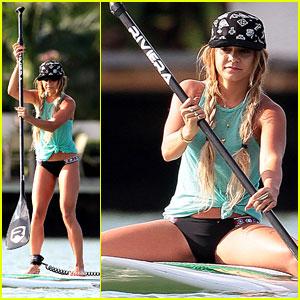 Vanessa Hudgens Show Off Major Paddleboarding Skills in ... Vanessa Hudgens Boyfriend