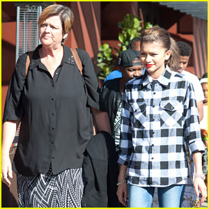 how tall is zendayas mom