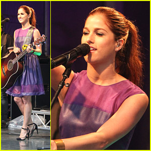 Cassadee Pope Braves The Rain For Fox & Friends Concert