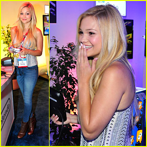 Olivia Holt Preview Super Smash Bros. During E3