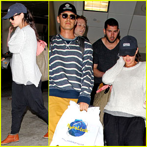 Rachel Bilson Returns Home After Her Barbados Babymoon!