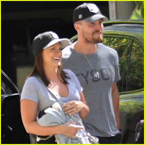 Stephen Amell is a Beast While Circuit Training for 'Arrow'! (Video)