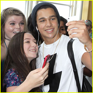 Austin Mahone Touches Down in Washington D.C. After Stage Flirting with Becky G