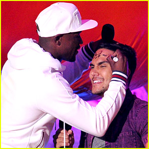Boxer Floyd Mayweather, Jr. Autographs Carlos PenaVega's Head at Kids' Choice Sports Awards 2014!