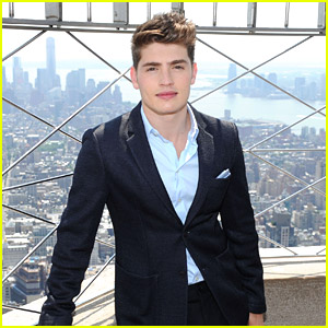Gregg Sulkin Dishes on 'Faking It' Before Empire State Building Stop
