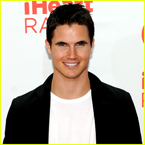 Robbie Amell is Firestorm in CW's 'The Flash'