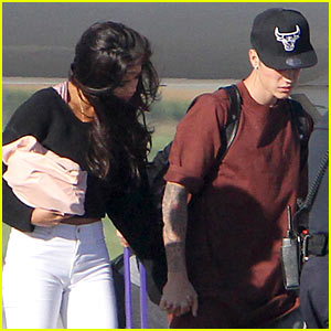 Selena Gomez & Justin Bieber Hold Hands at the Airport - See the Pics!