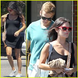 Rachel Bilson is Baby Bumpin' at Bed, Bath & Beyond with Hayden Christensen!