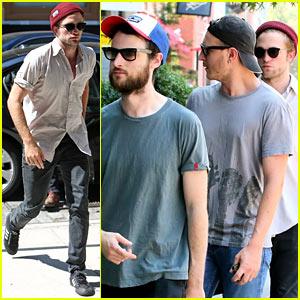 Robert Pattinson Strolls NYC Streets with Tom Sturridge & Friends!