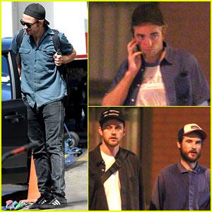 Robert Pattinson Hangs Out with Buddies Jamie Strachan & Tom Sturridge!